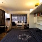 Studio Arma op Vlieland foto uitgeklapt bed, gordijnen dicht