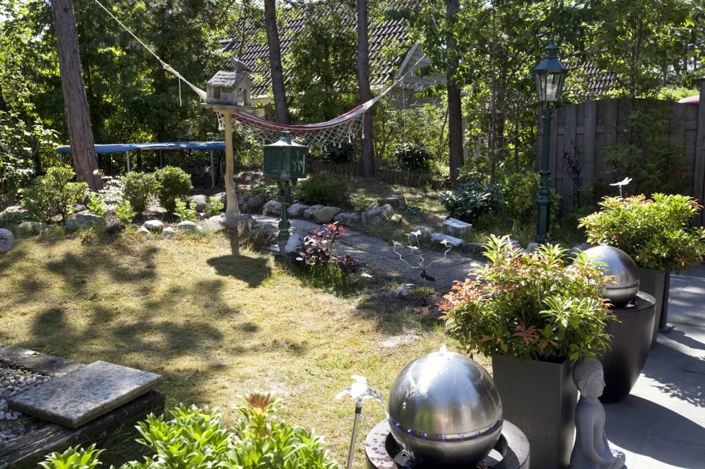 Huize Het Vroon tuinfoto met zicht op zuidwesten